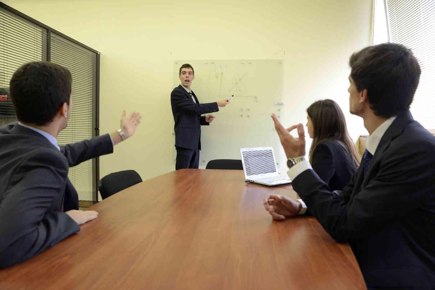 Ofereça um estágio aos graduados da Universidade do Porto