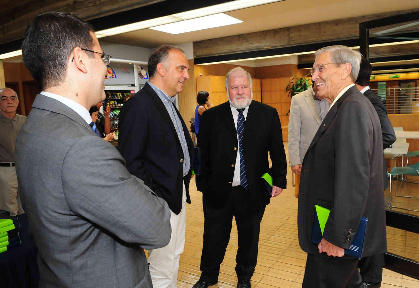 Estabelecer colaborações empresariais com ALUMNI da U.Porto